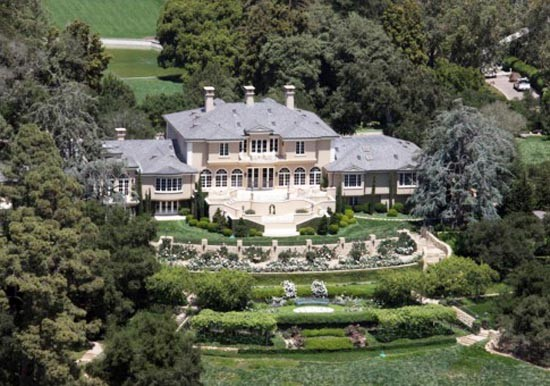 20 Extravagant Celebrity Mansions You WISH You Lived In